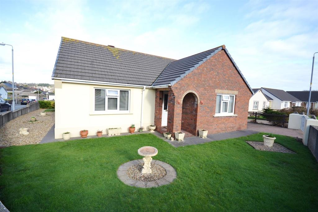 3 Bedrooms Detached Bungalow for sale in Webbs Drive, Pembroke