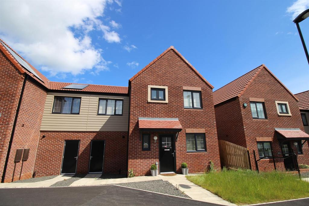 3 Bedrooms Semi Detached House for sale in Brandling Place, Newcastle Upon Tyne