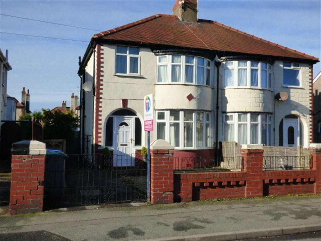 3 Bedrooms Semi Detached House for rent in St Georges Avenue, Cleveleys FY5 3JN