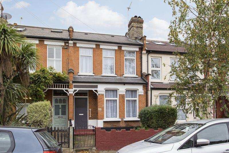 3 Bedrooms Terraced House for sale in South View Road, London, N8