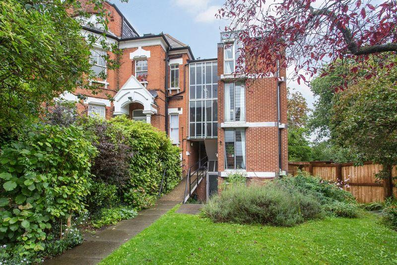 3 Bedrooms Apartment Flat for sale in Haslemere Road, London, N8