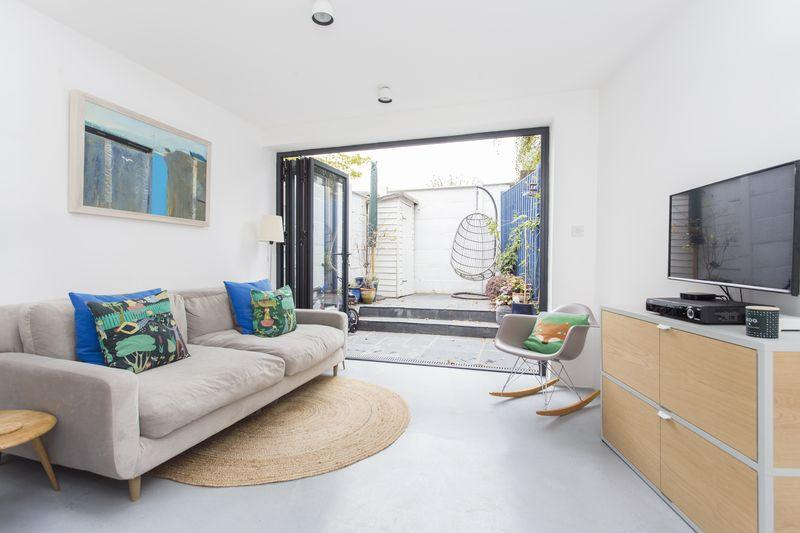 3 Bedrooms Terraced House for sale in Lynton Road, Crouch End, N8