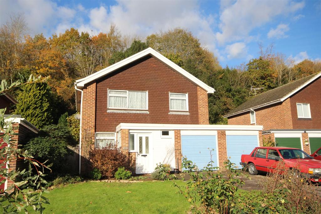 4 Bedrooms Detached House for sale in Hunters Way, Uckfield