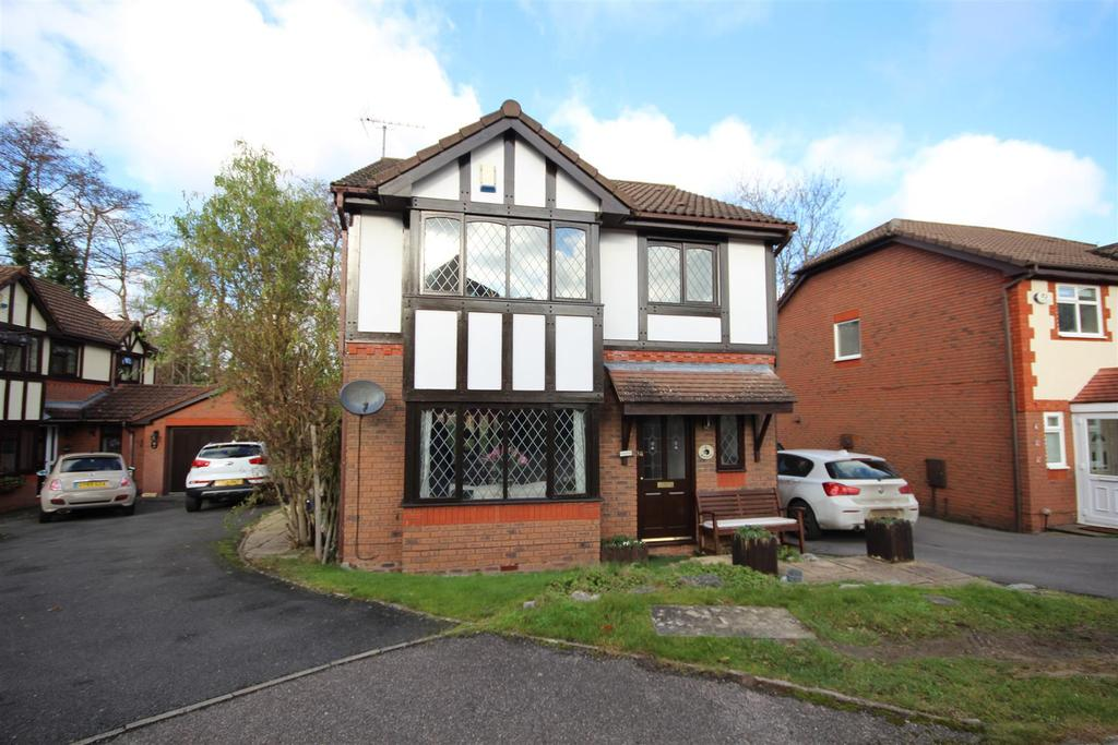 3 Bedrooms Detached House for sale in Kingfisher Close, Uckfield