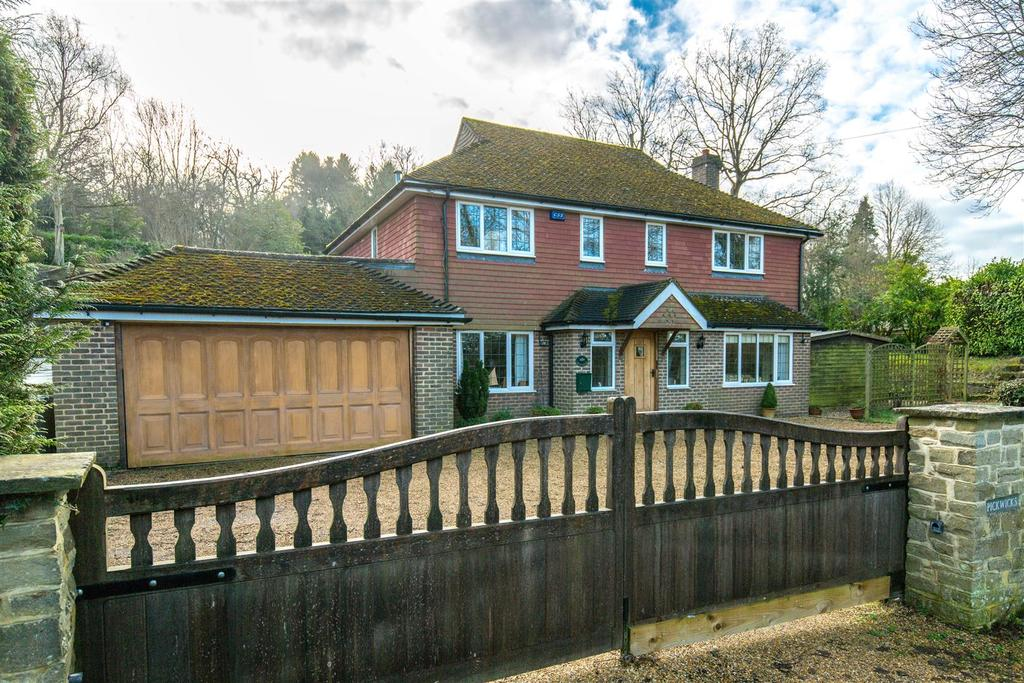 4 Bedrooms Detached House for sale in Church Road, Buxted, Uckfield