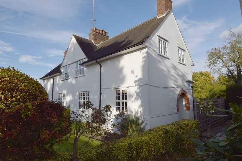 3 Bedrooms Cottage House for sale in Erskine Hill, Hampstead Garden Suburb, London NW11