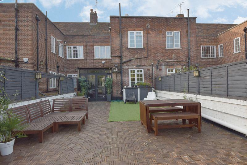 3 Bedrooms Apartment Flat for sale in The Market Place, Hampstead Garden Suburb, NW11