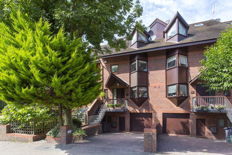 5 Bedrooms Town House for sale in Broadlands Road, Highgate Village, N6