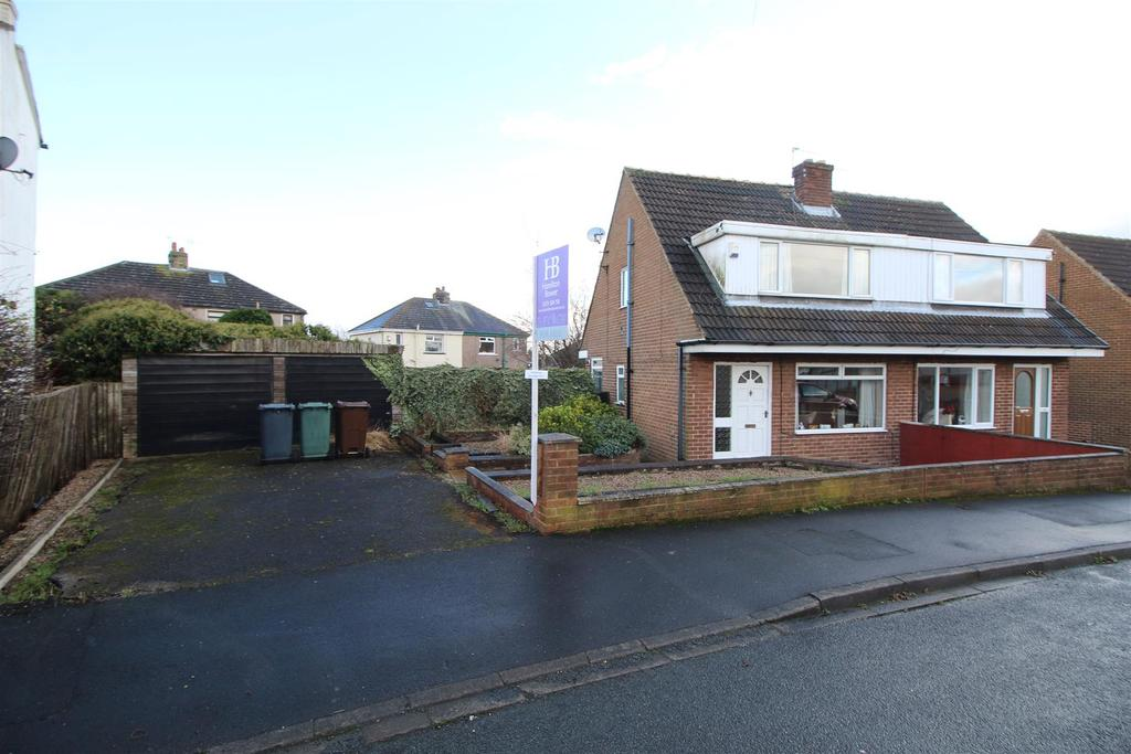 3 Bedrooms Semi Detached House for sale in Claremont Avenue, Shipley