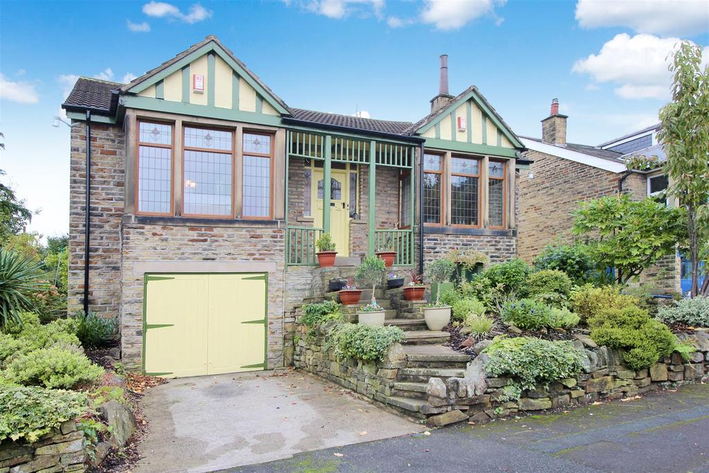 4 Bedrooms Detached House for sale in Redburn Avenue, Shipley