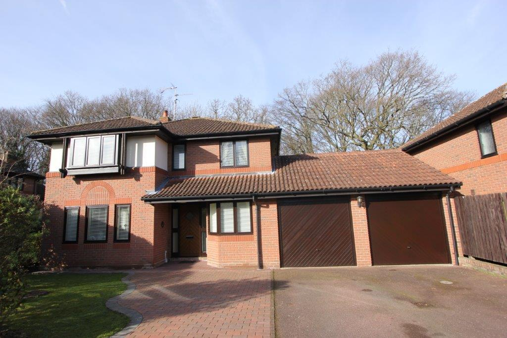 4 Bedrooms Detached House for sale in Halstead Way, Hutton
