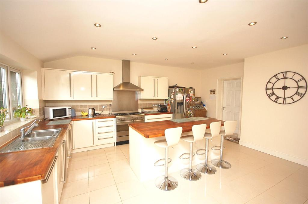 4 Bedrooms Semi Detached House for sale in Saddlescombe Way, Woodside Park, London, N12