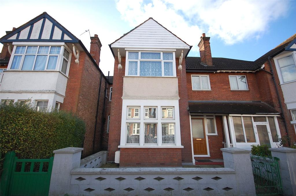 4 Bedrooms House for sale in Cornwall Avenue, Finchley, London, N3