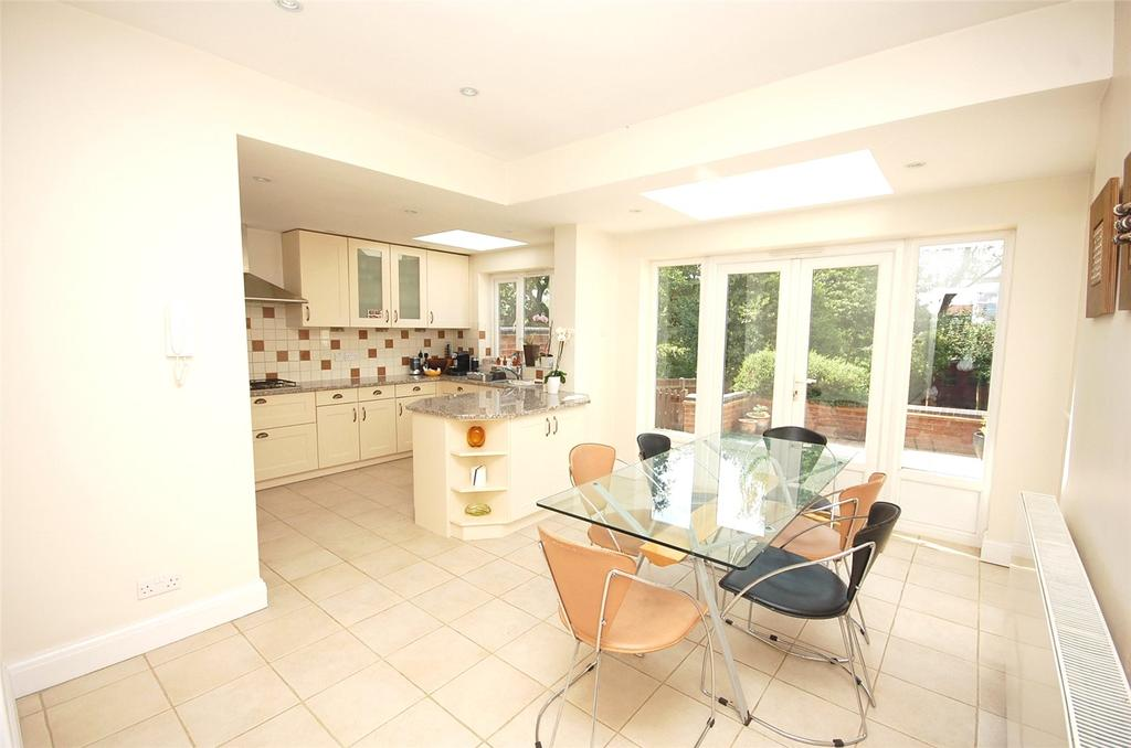 4 Bedrooms Semi Detached House for sale in Lyndhurst Gardens, Finchley, London, N3