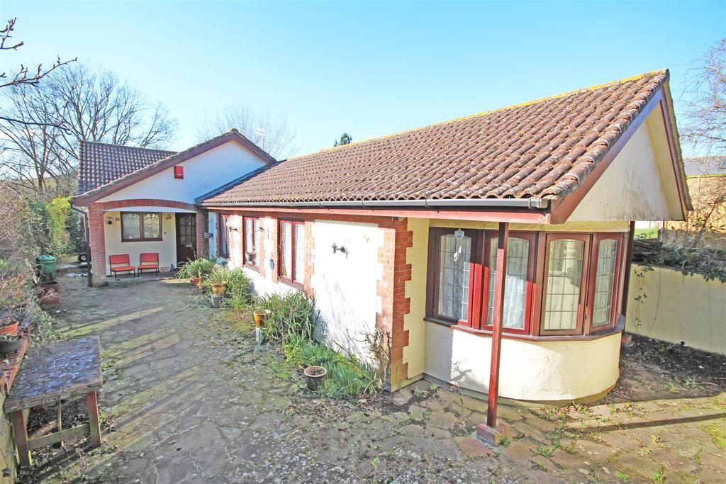 4 Bedrooms Detached Bungalow for sale in Braypool Lane, Patcham, Brighton