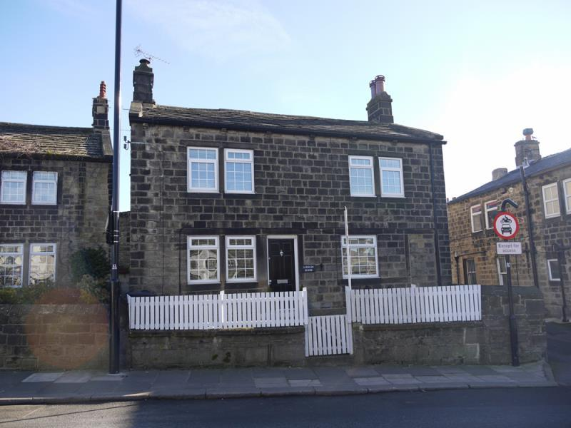 3 Bedrooms Stone House Character Property
