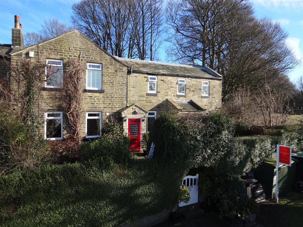 4 Bedrooms Semi Detached House for sale in Springwood Road, Rawdon, Leeds