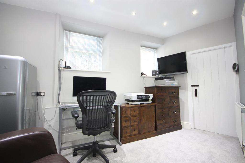 Office/playroom/bedroom