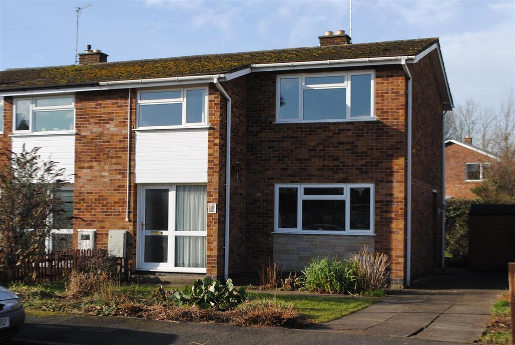 3 Bedrooms Semi Detached House for sale in Dulverton Close, Loughborough