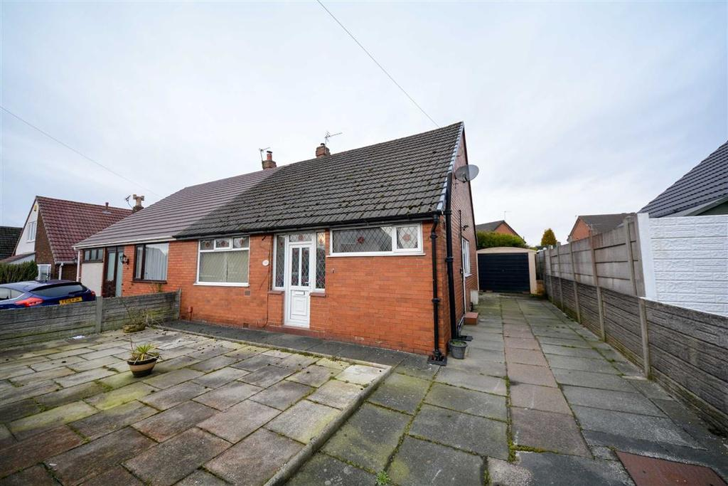 2 Bedrooms Semi Detached Bungalow for sale in Douglas Bank Drive, Springfield, Wigan, WN6