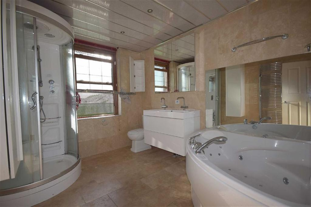 4 Bedrooms Terraced House for sale in Wheatley Lane Road, Fence, Lancashire