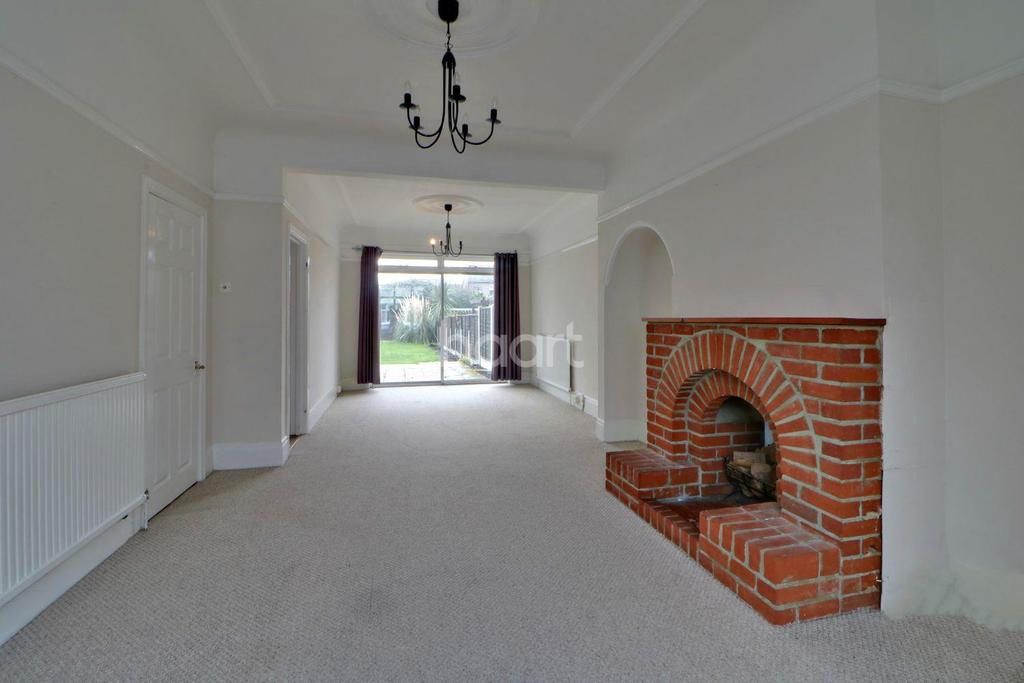 3 Bedrooms Terraced House for sale in Shaftesbury Avenue, Thorpe Bay