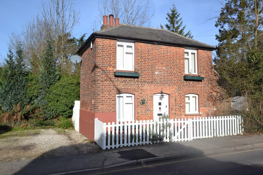 2 Bedrooms Cottage House for sale in Western Road, Billericay, Essex, CM12