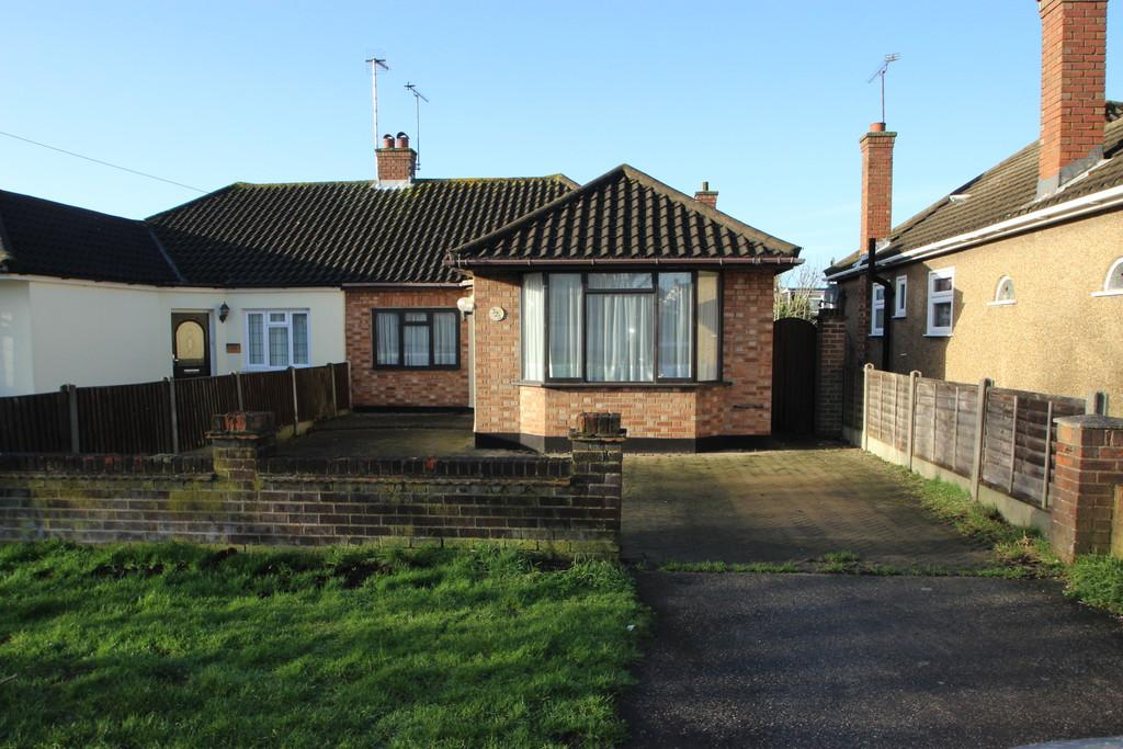 2 Bedrooms Semi Detached Bungalow for sale in Thundersley, SS7