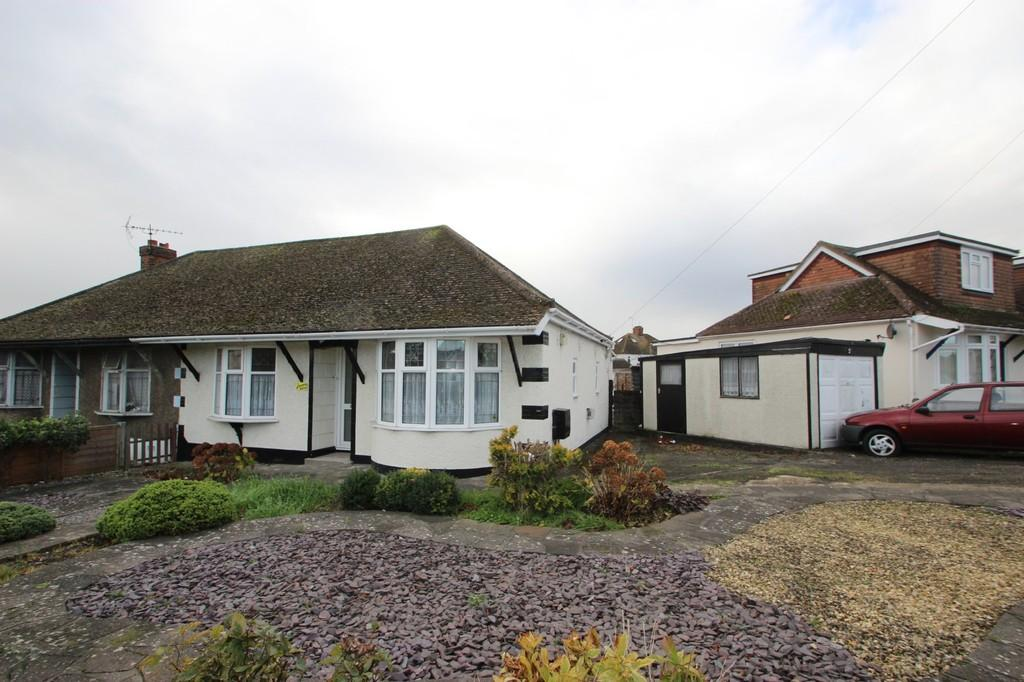 2 Bedrooms Semi Detached Bungalow for sale in South Benfleet, SS7