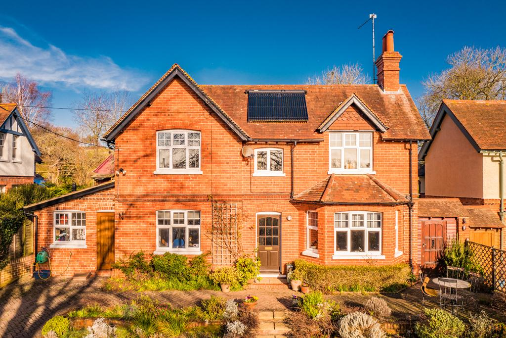 4 Bedrooms Detached House for sale in Riseholme, Goring on Thames, RG8