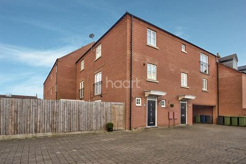 2 bedroom end of terrace house for sale - Banks Court, Eynesbury