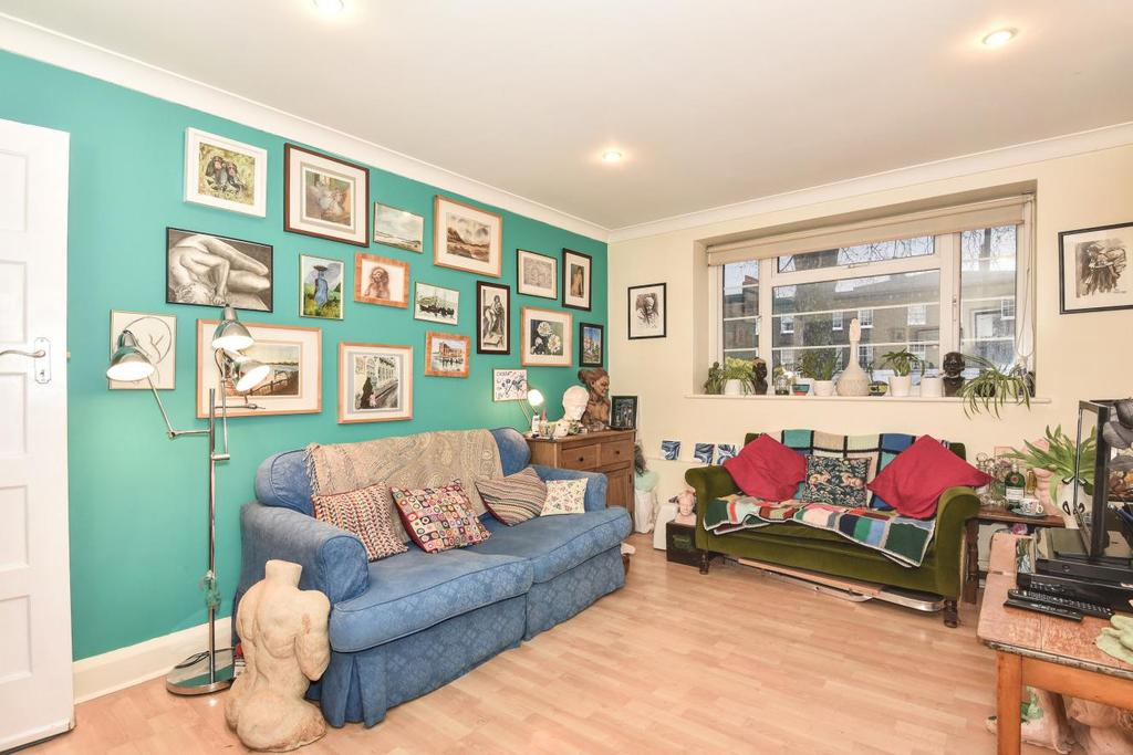 2 Bedrooms Flat for sale in Kennington Road, Kennington