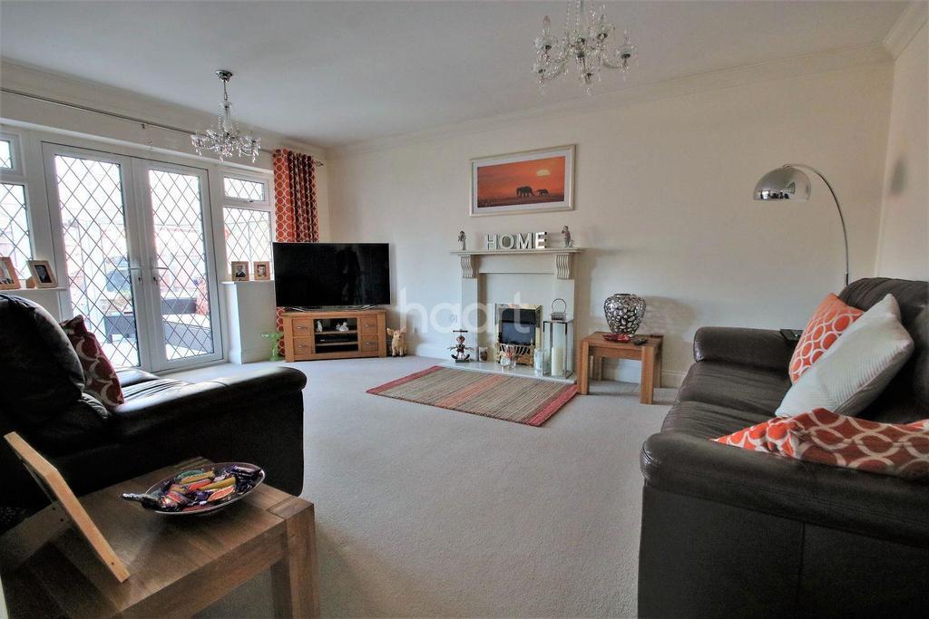 3 Bedrooms Bungalow for sale in West Clacton