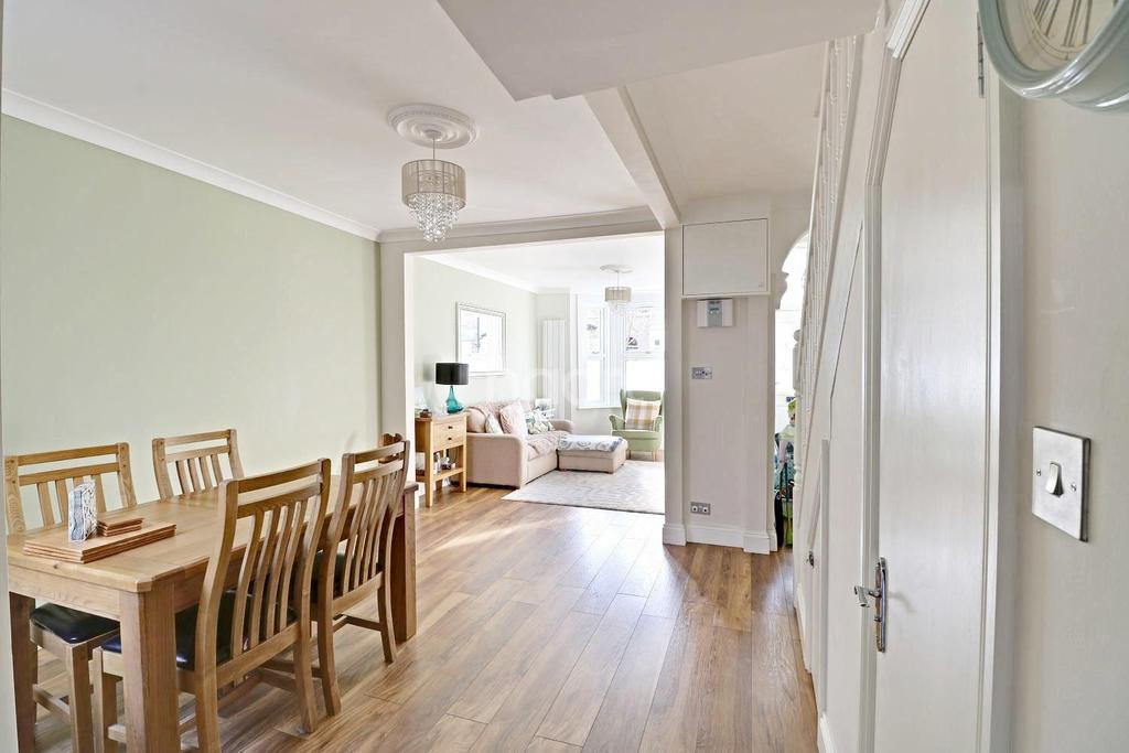 3 Bedrooms Terraced House for sale in Michael Road