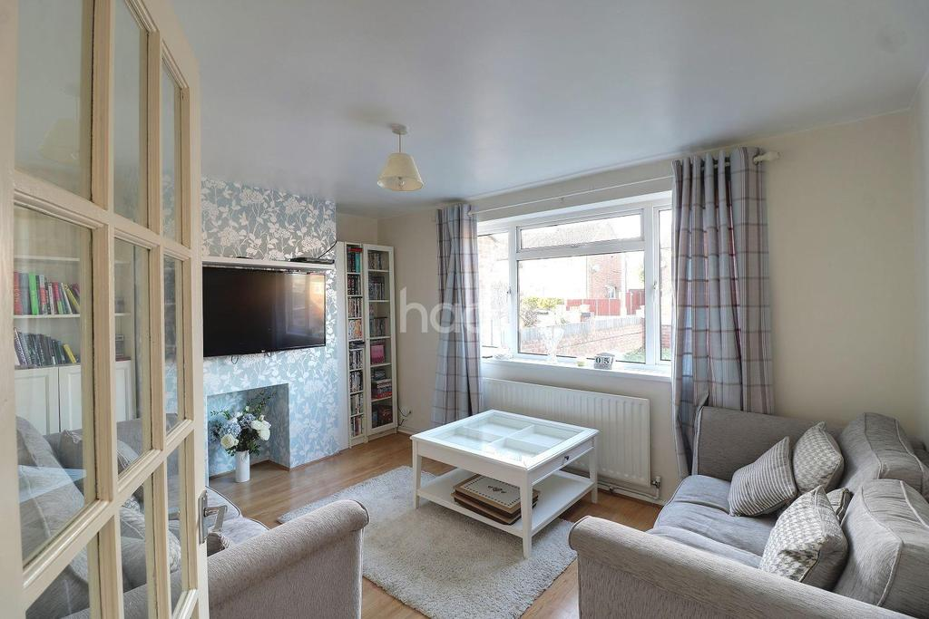 2 Bedrooms Semi Detached House for sale in Hot In Holtsmere