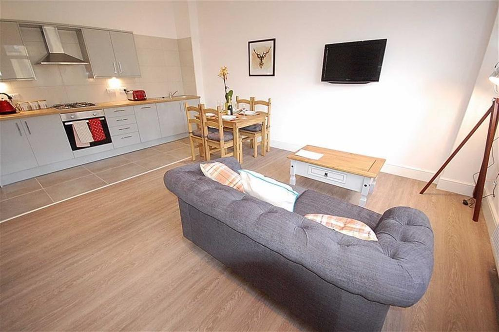 2 Bedrooms Flat for rent in Church Vale Apartments, Greetland, Halifax, HX4
