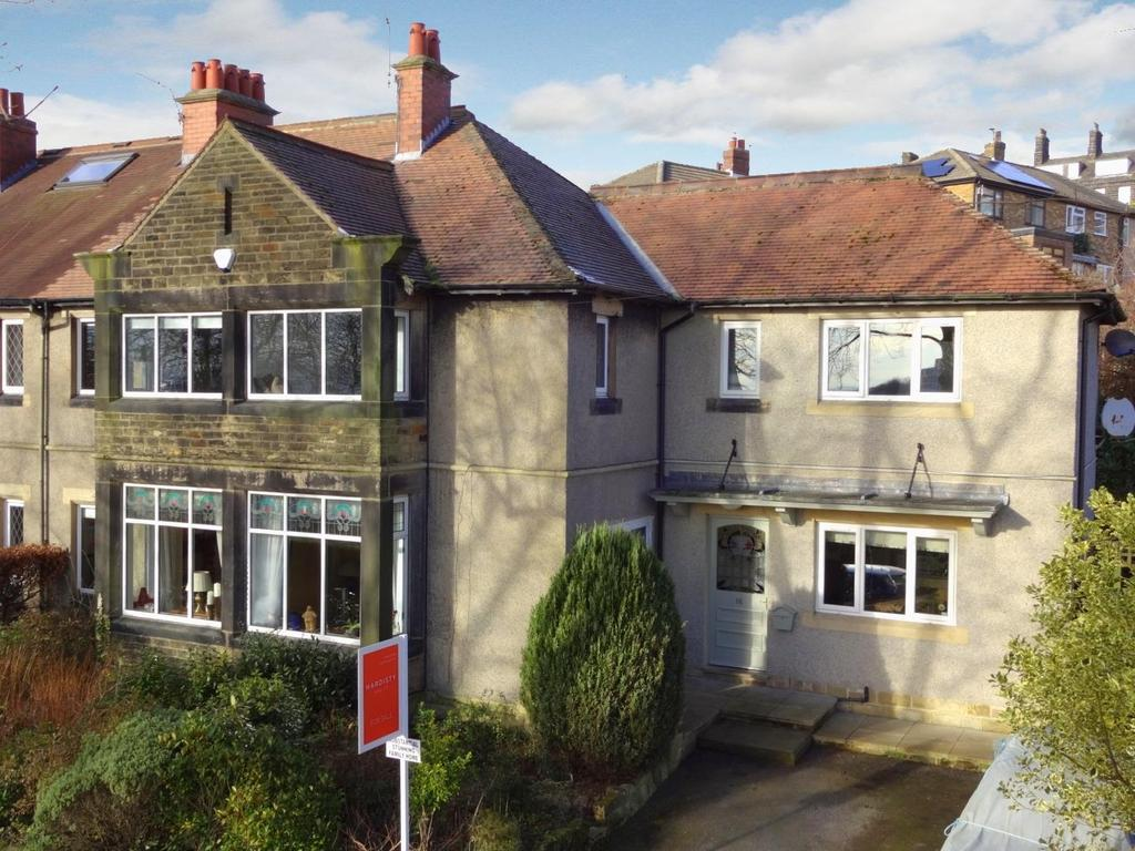 4 Bedrooms Semi Detached House for sale in Rufford Crescent, Yeadon, Leeds