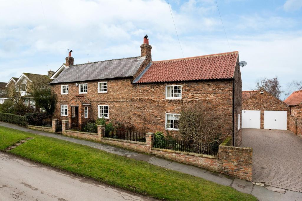 4 Bedrooms Detached House for sale in Church Lane, Nether Poppleton, York