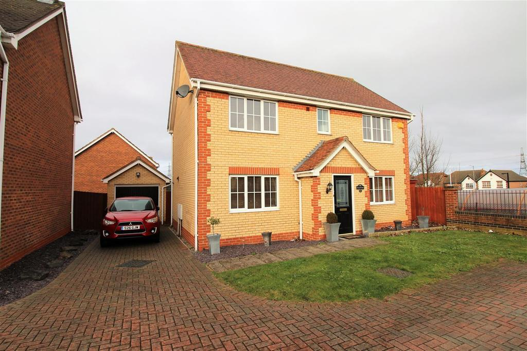 4 Bedrooms Detached House for sale in Grifon Road, Chafford Hundred, Grays
