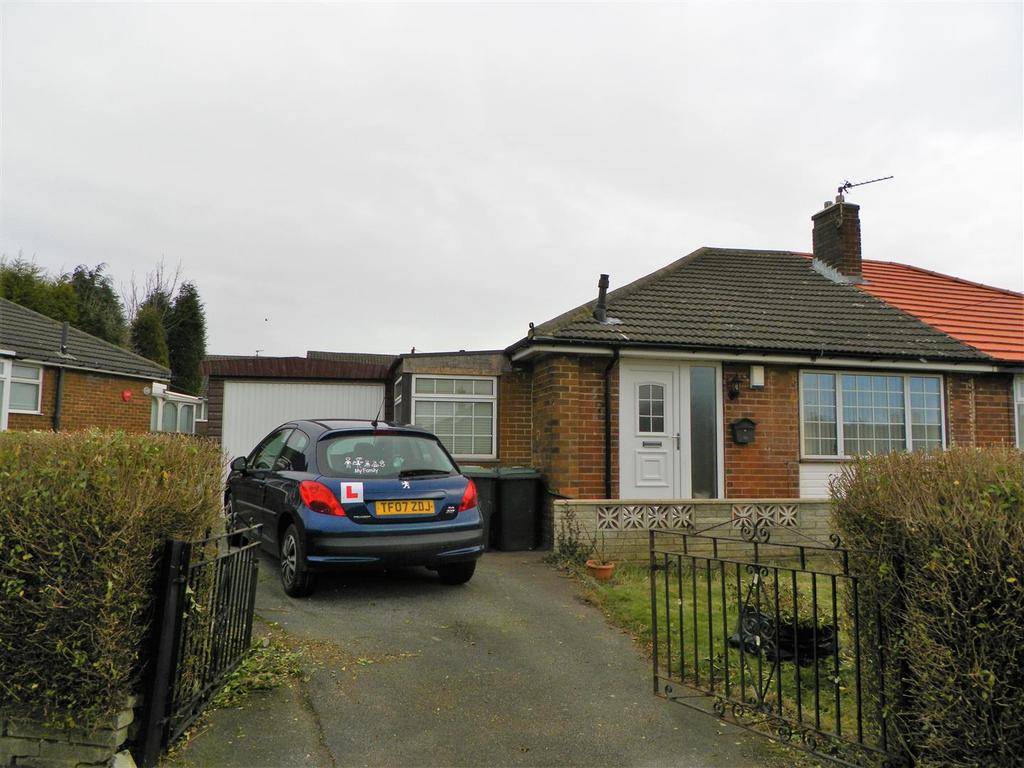 2 Bedrooms Semi Detached Bungalow for sale in Lowfield Close, Low Moor, Bradford, BD12 0JX