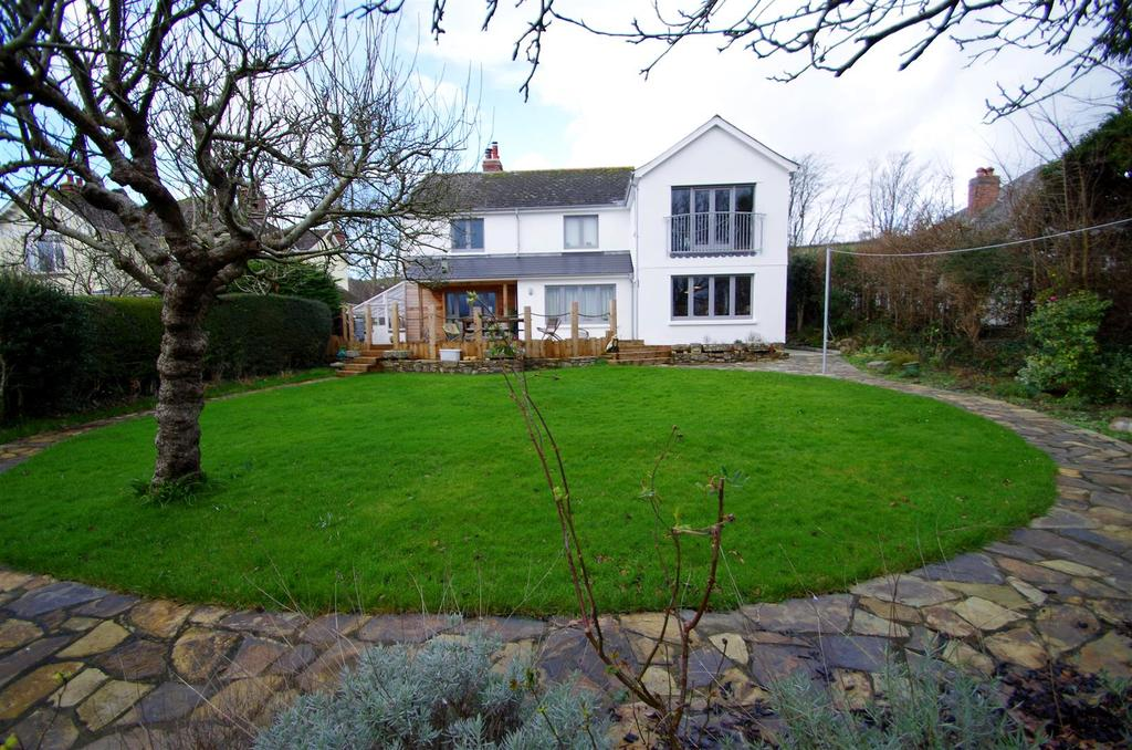 5 Bedrooms Detached House for sale in Lower Park Road