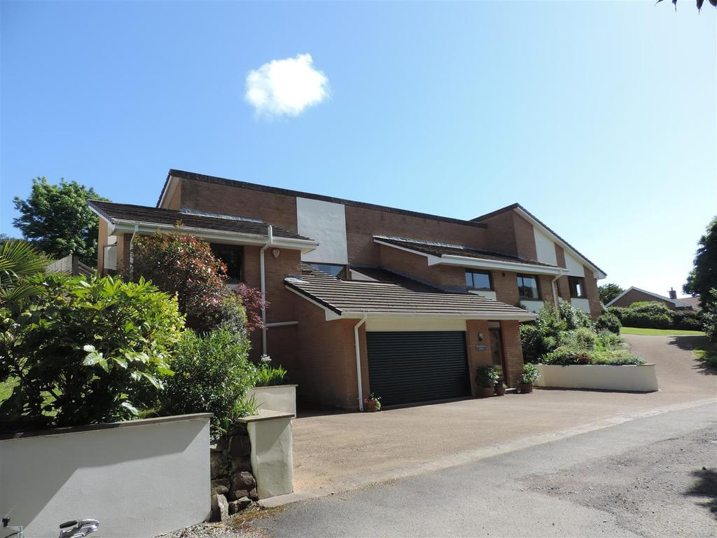 4 Bedrooms Detached House for sale in Boode Road