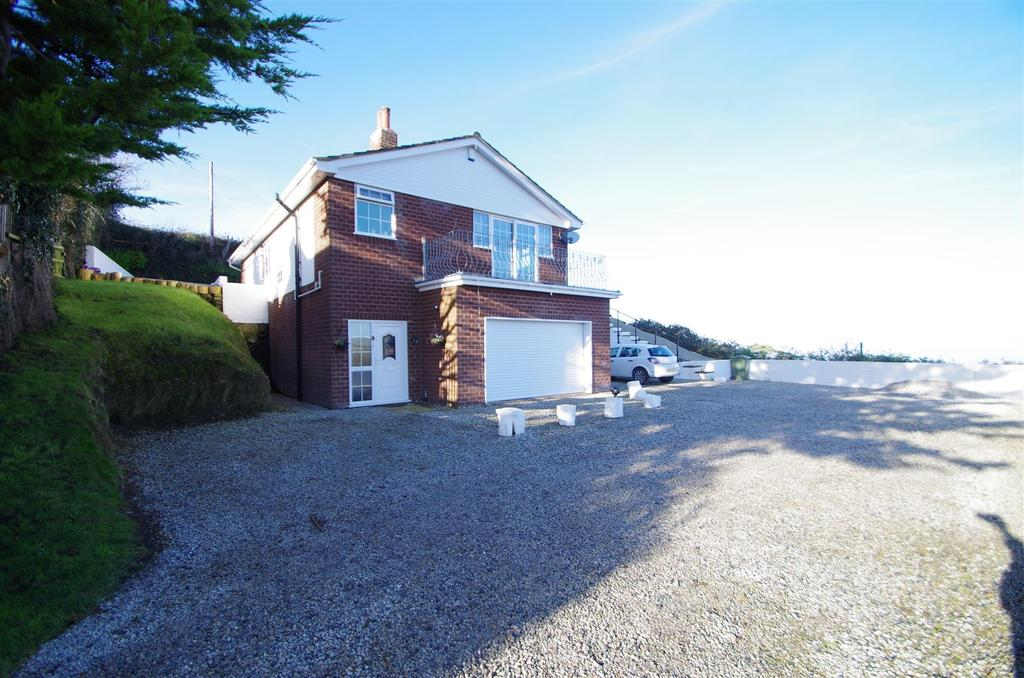 3 Bedrooms Detached Bungalow for sale in Combe Park, Ilfracombe