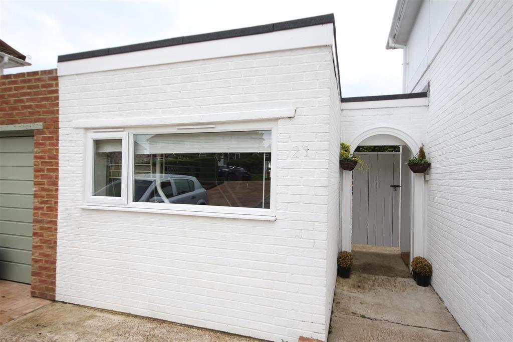 Studio Flat for rent in Denton Drive, Brighton