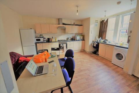 4 bedroom house to rent - Wrangthorne Place, Leeds
