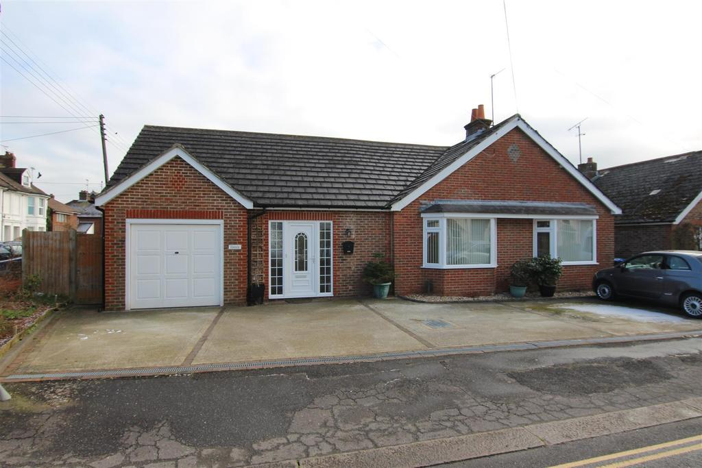 2 Bedrooms Bungalow for sale in Fairfield Road, Burgess Hill