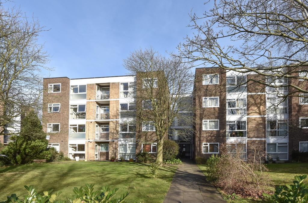2 Bedrooms Flat for sale in Copers Cope Road Beckenham BR3