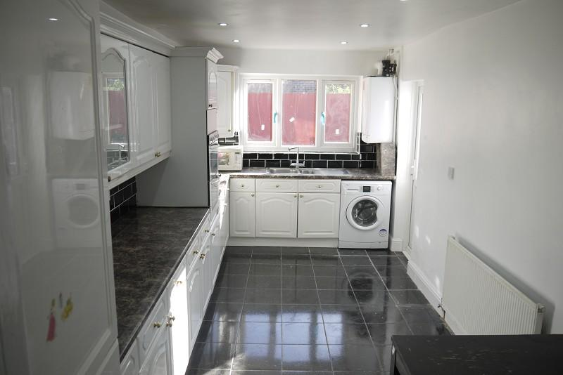 5 Bedrooms Terraced House for sale in Jedburgh Road, Plaistow, London. E13