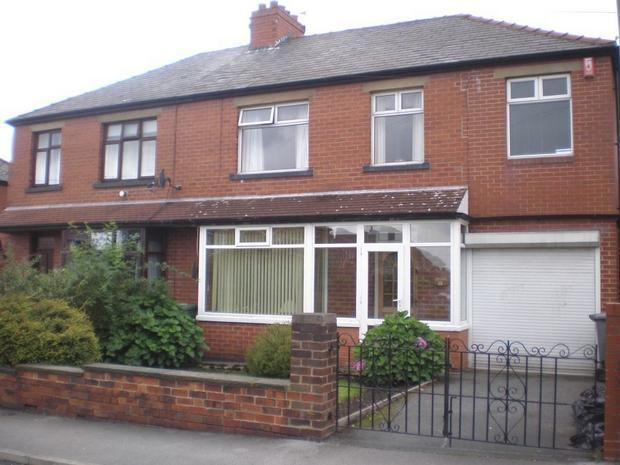 4 Bedrooms House Share for sale in Thirlmere Road, Dewsbury, WF12