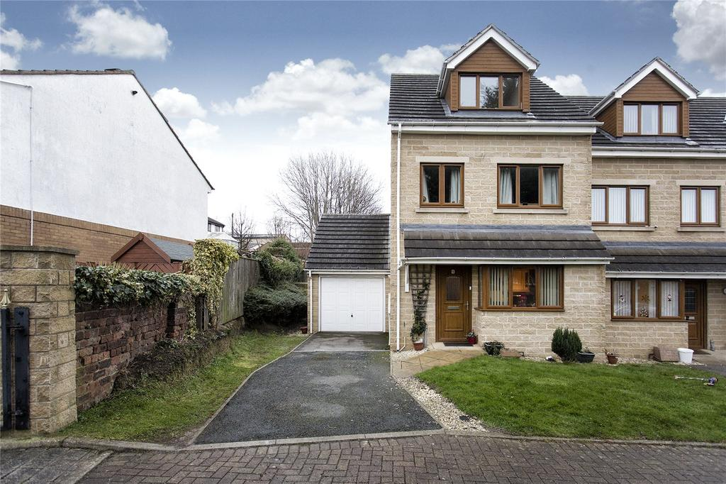 4 Bedrooms End Of Terrace House for sale in Charnwood Close, Batley, West Yorkshire, WF17